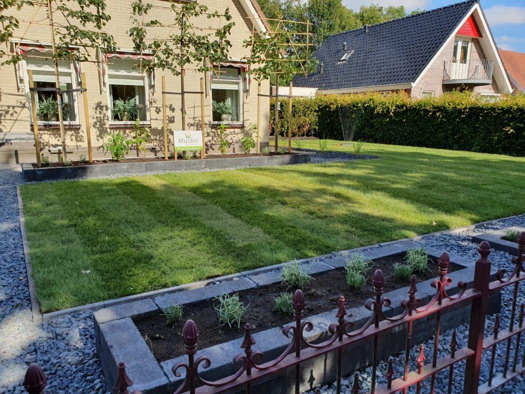 Sumar compleet nieuwe tuin met grote schuur en overkapping 1
