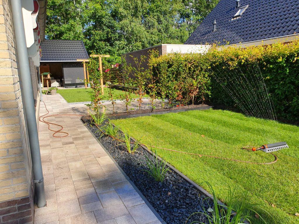 Sumar compleet nieuwe tuin met grote schuur en overkapping 3