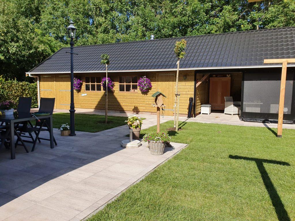 Sumar compleet nieuwe tuin met grote schuur en overkapping 6